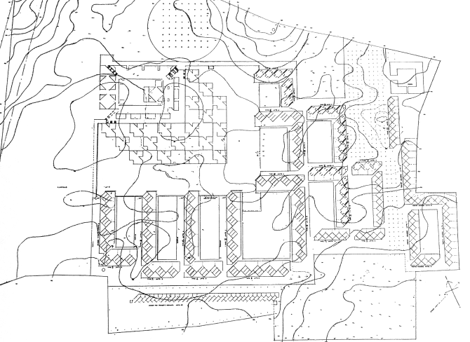 在第四版中,图书馆调到内庭院东北侧,靠近主入口楼梯。学校阅览室调到图书馆的西南部。